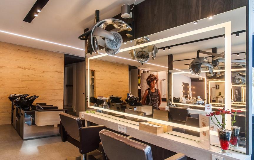 GAUDÍ Perruquers: interiorisme i lighting design d'alt impact al centre d'Andorra